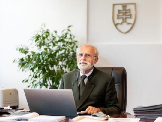 Bývalý šéf poradcov J. Mičovského: Odstúpi minister, aby mal dosť času očistiť svoje meno?