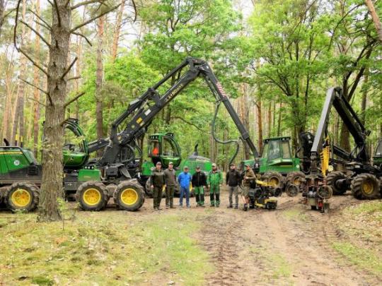 LESY SR využívajú ekologickejšie technológie, šetrnejšie k pôde: Nevyhnutná obnova strojov v Odštepnom závode lesnej techniky